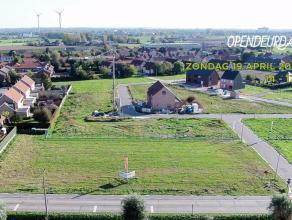Rustig en centraal gelegen bouwgrond van 400 m² voor half open bebouwing à la carte. Alles is mogelijk.