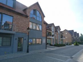 Nieuwbouwappartement op het gelijkvloers in een zeer rustige nieuw aangelegde buurt. Groot zonneterras en autostaanplaats, mogelijkheid tot bemeubeld