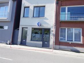 Duplexappartement met 2 slaapkamers een ruime woonkamer, keuken en zonneterras gelegen aan het station van Londerzeel en vlakbij winkels en A12. Centr