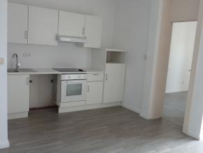 Gezellig 1 slaapkamer-appartement, gelegen op de eerste verdieping van een klein appartementsgebouw. Zeer centraal gelegen nabij openbaar vervoer, win