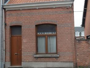 Te renoveren half open bebouwing midden in het centrum van Oelegem. Laag beschrijf!!