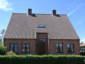 Deze zeer ruime(ca. 280 m²) vrijstaande  4 slaapkamer woning is gelegen in een residentiële, kindvriendelijke omgeving op een grondstuk van