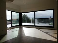 Recent(2014), luxueus en hoogwaardig afgewerkt  dakappartement in het centrum van Weelde. Via de lift bereikt u het appartement op de 2de verdieping