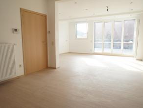 Gunstig gelegen woning met commerciële ruimte,voormalige patisserie in een residentiële buurt te Wilrijk. Het pand kan ook volledig naar een
