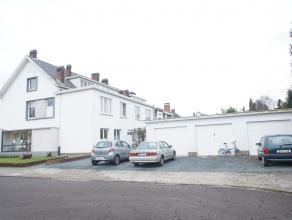 """Opbrengsteigendom """" Molenveld"""" in het residentiële Edegem aan de Prins Boudewijnlaan bestaande uit een handelsgelijkvloers, drie ruime appartemen"""