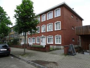 Gelijkvloers appartement met 1 slaapkamer op een interessante locatie te Wilrijk! Indeling: inkomhal, bergruimte, leefruimte met veel lichtinval, gesl