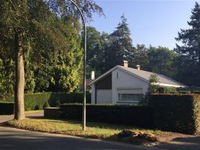 Gezellige, residentieel gelegen villa op een terrein van 704m2 en met een bewoonbare oppervlakte van 163m2. De woning bestaat uit een inkomhal met gas