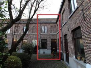 Dit huisje is gelegen in 1 van de mooiste bestaande Gentse beluiken en omvat : inkom en woonplaats | recent geplaatst keukentje | slaapkamer | douchek