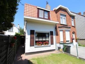 Deze half-open bebouwing is gelegen in een rustige woonwijk van Wondelgem en heel vlot te bereiken vanuit Gent centrum met openbaar vervoer ( tram 1 )