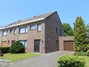 Deze woning is gelegen in een rustige woonwijk net buiten het centrum van Wondelgem. Een verbinding met openbaar vervoer is aanwezig in de onmiddellij