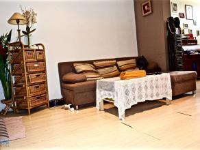GROOT-BIJGAARDEN - REF : 2029846 - MOOIE HUIS, 3 SLAAPKAMERS EN KOER. Gerenoveerd in 2003, op gelijksvloer : living, ingerichte keuken, badkamer en ee