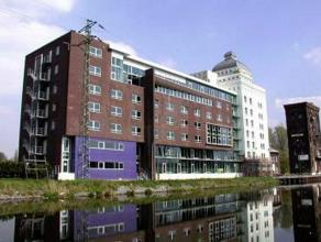 Campus Remy is een kantorenpark gelegen aan de vaartdijk te Leuven. In dit prachtig gerenoveerd kantorencomplex kunnen wij u 860m² loftkantoren a