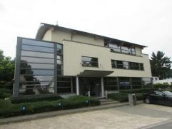 Vrijstaand kantoorgebouw gelegen in een groene omgeving. Zichtbaar en bereikbaar vanop de Vilvoordsesteenweg. Alle moderne comfort aanwezig. Voorzien