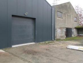 Magazijn te huur van 209m² te Malderen. Magazijn met vrije hoogte van +- 4m, elektrische sectionaal poort en schuifpoort. Ruime parking vooraan.