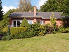 Deze residentiële villa omvat:Indeling: Onderaards: Garage (8,70x3,00 m), hobbyruimte (4,50x3,50 m), wasruimte/bergkelder (4,20x3,50 m).Gelijkvlo