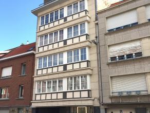 Welgelegen appartement binnen de ring van Leuven omvat: Indeling: Onderaards: individuele kelder.Vierde verdieping: Inkomhal (2,22 x 3,31m), woonkamer
