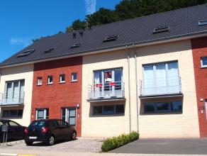 Deze recente woning werd in 2009 volledig volgens de regels van de kunst gebouwd, de woning omvat: Indeling: Gelijkvloers: Ruime inkomgang, berging/wa
