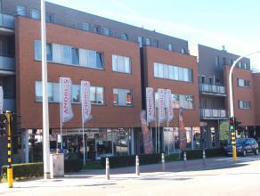 """Dit recent duplex appartement gelegen op de tweede verdieping van residentie """"Edelweiss"""" omvat: Indeling: Onderaards : Autostaanplaats nr.10 (5,00x2,8"""