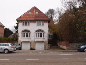 Deze volumineuze woning is gelegen op een boogscheut van Leuven omvat: Indeling: Onderaards: garage met kantelpoort voor 2 wagens (7,80x3,52 m), bergp