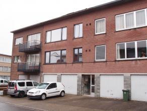 Dit in 201 volledig volgens de regels van de kunst gerenoveerd appartement is gelegen op de eerste verdieping en omvat: Indeling: Gelijkvloers: Indivi