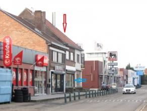 Handelspand is gelegen op watergrasstraat 9 in Genk op een wandelafstand van 10 m : Kruidvat -Delhaize-Vatana , is een zijstraat van stalenstraat . To