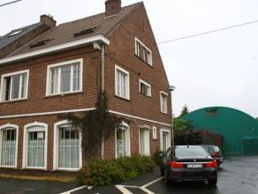 Uitzonderlijke woning met 2 tennisbanen in het centrum van Drongen Zeer ruime gezonde woning met 7 slaapkamers gelegen op een perceel van 2250m².