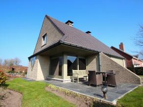 Prachtige instapklare tot in de puntjes onderhouden woning te Wachtebeke ! Deze in 1993 gebouwde smaakvolle en perfect onderhouden woning is gelegen i
