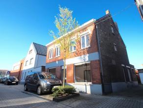 Deze zeer ruime woning in open bebouwing is zeer goed gelegen in de Achterstraat op 200m van het centrum van het leuke Ertvelde ! Aan volume is er zek