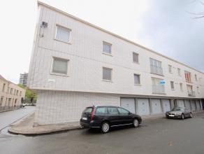 Dit appartement, gelegen in een rustige straat vlakbij de invalswegen naar E40, R4 en E17, is ongetwijfeld de dag van vandaag een goede investering !
