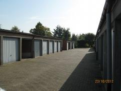 Garagebox TE HUUR nummer 60 gelegen aan invalsweg van Sint-Niklaas. Ideaal om uw wagen of andere spullen droog en veilig op te bergen.