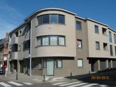 Modern appartement. Een beetje buiten het center van de stad, dicht bij de bibliotheek. Appartement op 1st verdiep met Lift, 2 slaapkamer, oppervlakt