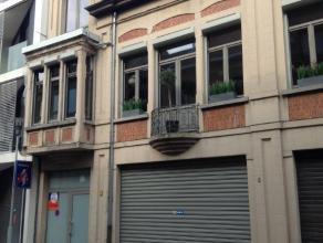 Parkeerplaatsen gelegen in het hart van Sint-Niklaas. 30 parkeerplaatsen in een parkeergebouw met autolift. Mogelijkheid tot huren van gehele verdie