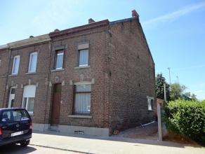 STREPY-BRACQUEGNIES : Située dans une rue agréable, belle maison trois façades à vendre. Celle-ci se situe proche des tran