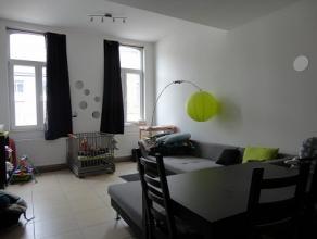 BINCHE : Situé à deux pas du centre Binchois, bel appartement 2 chambres de type duplex. Celui-ci comprend un hall d'entrée avec