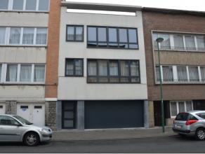 Molenbeek quartier Karreveld bel appartement dans un petit immeuble très tranquille composé d'un hall , un vestiaire, séjour , cu