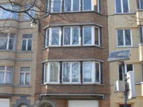 KOEKELBERG dans une petite copropriété sur une avenue arborée près de la Basilique appartement au dernier étage com