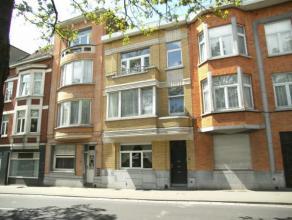 Très joli appartement 1 chambre sur belle avenue arborée. A quelques pas de la basilique et proche de toutes les facilités en com