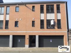 VERVIERS rue de Dinant : Beau duplex en parfait état dans un petit immeuble construit en 2011. Cet appartement jouit de 3 chambres à cou