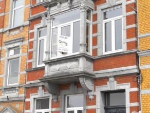 VERVIERS : Bel appartement 2 chambres + terrasse entièrement rénové avec goût et matériaux de qualité. Cet ap