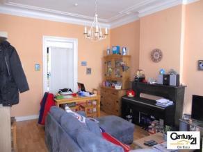 VERVIERS - rue Renkin : Cet appartement est implanté au 1er étage d'une maison de ville. Idéalement situé à proximi