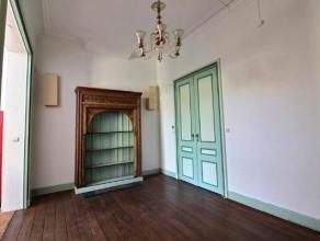 Splendide maison pleine de charme sur deux niveaux, composée d'un spacieux living - 1 cuisine semi-équipée - 5 belles chambres -