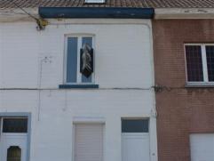 Située à Braine-le-Comte non loin des commerces, de la gare et des écoles, maison 2 chambres idéalement située. Act
