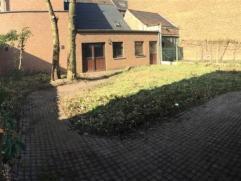 Idéalement située en plein centre de Braine le Comte, spacieuse maison de commerce de 330m². Au rez-de-chaussée, sur une sup