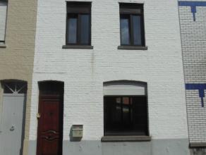 Ideaal gelegen woning: in het centrum van Avelgem en op wandelafstand van scholen, winkels, .. maar toch rustig wonen!De woning bestaat uit de v