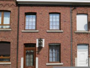 Petite maison en bon état avec 2 chambres et extérieurs.Un chauffage central, des DV avec volets, un très faible revenu cadastral