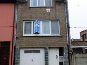 Bekkerzeel : goed onderhouden 2-gevel bel-etage met garage en tuin op 99ca. Gelijkvloers met inkomhall, garage, wc en 2 bergingen. Op 1e verdiep livin