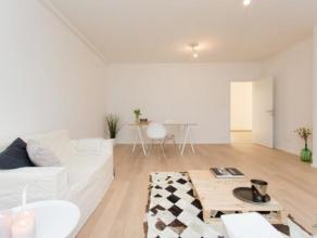 Volledig gerenoveerd 3-slaapkamerappartement met zuid georienteerd terras van 16 m2. Dit appartement, in een gebouw van slechts 7 appartementen, omvat