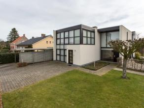 Lichtrijke en zonnige villa met een moderne architectuur. Gelegen nabij het centrum van Baarle-Drongen, de E40, winkels en de natuur eromheen? Deze ru