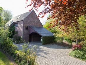 Hedendaagse ruime villa op een terrein van 1.228 m2 palend aan het Paul van Tieghem de ten Berghepark met haar residentiële buurt. Deze woning om