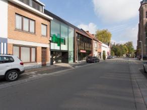 Te renoveren gesloten bebouwing in het centrum van De Pinte, Deze woning heeft een grondige verbouwing nodig en kan zowel dienen voor privé woo